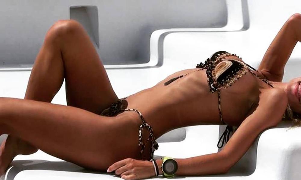 Ελληνίδα μάνα κολάζει topless το Instagram!