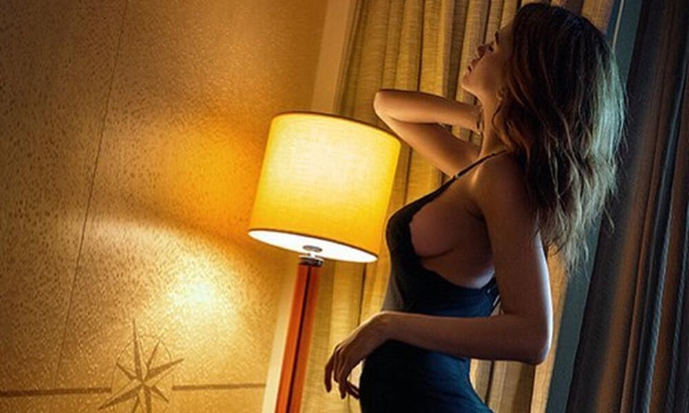 Ελληνίδα εστεμμένη κολάζει τα social media με τις πόζες της!