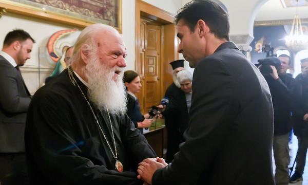 Tσιάρτας: «Η σημαία της Ελλάδας δεν είναι χαρτομάντηλο» (pics)