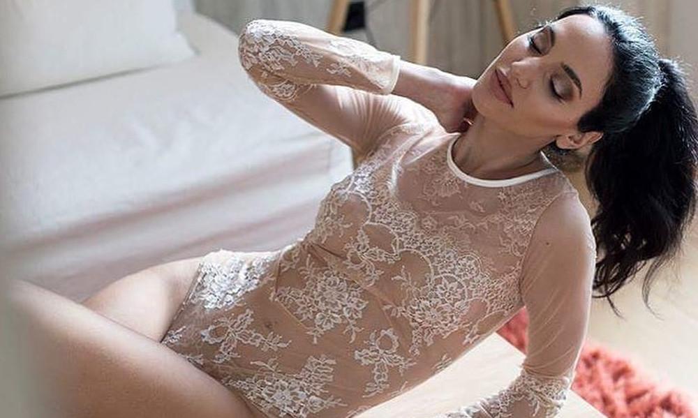 Η Ελληνίδα Αντζελίνα Τζολί σε προκλητικές πόζες στο Instagram!