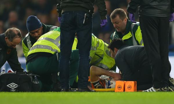 Ποδοσφαιριστής αποσύρθηκε από τα γήπεδα μετά από κάταγμα στο κρανίο! (photos+video)