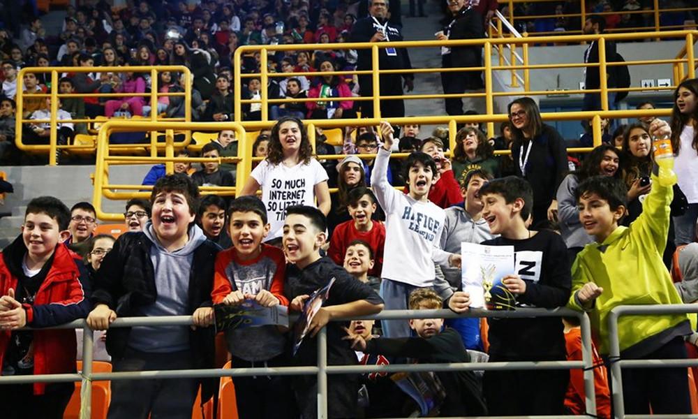 Ολυμπιακός-ΑΕΚ: Γεμάτο «νιάτα» οι εξέδρες του «Δύο Αοράκια»