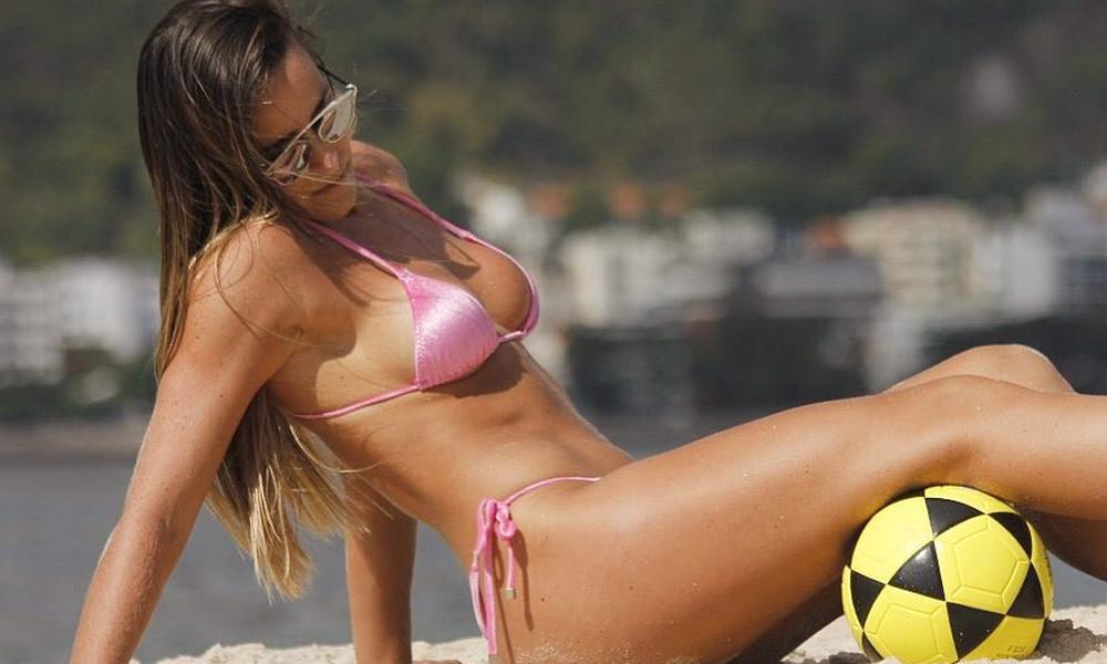 Η πιο «καυτή» ποδοσφαιρίστρια του κόσμου σε νέες περιπέτειες! (photos)