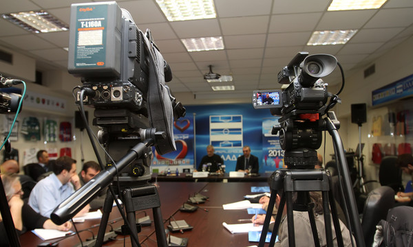 Super League: Επαφή με Cosmote TV για κεντρική διαχείριση