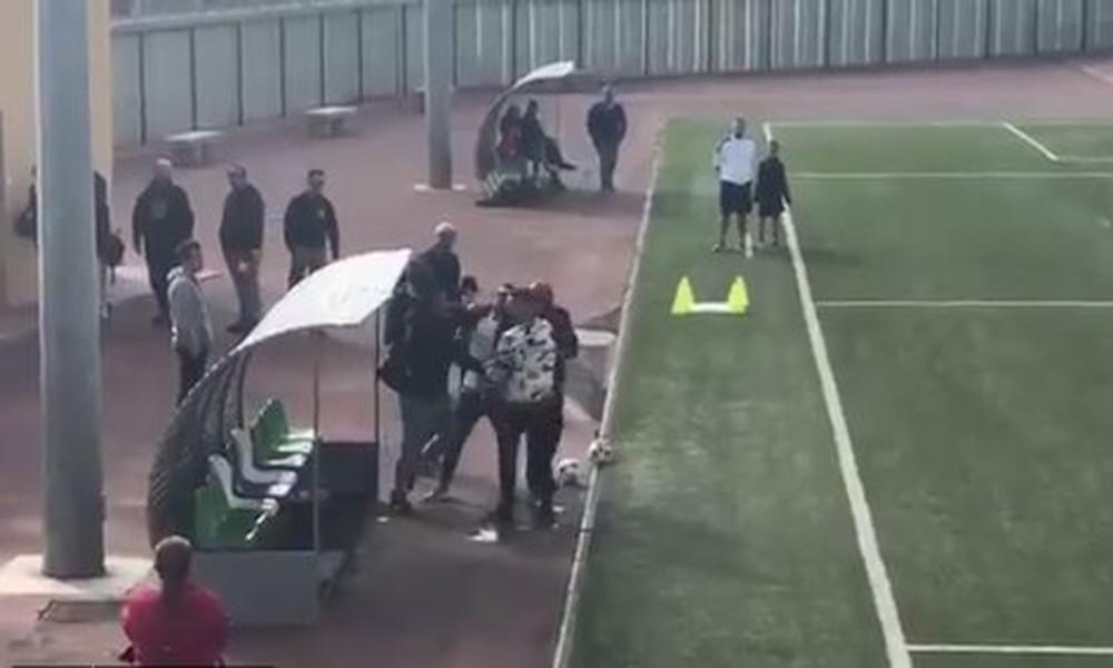 Τρομερό! Πατέρας έριξε μπουνιές σε προπονητή σε παιδικό πρωτάθλημα! (video)