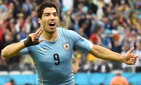 Νίκη για την Ουρουγουάη με ρεκόρ για τον Σουάρες