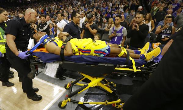 NBA: Σοκ με τον σοβαρό τραυματισμό ΜακΚάου! (videos)