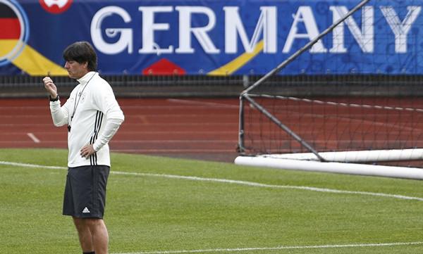 Παγκόσμιο Κύπελλο 2018: Ανανέωσε με Γερμανία ο Λεβ