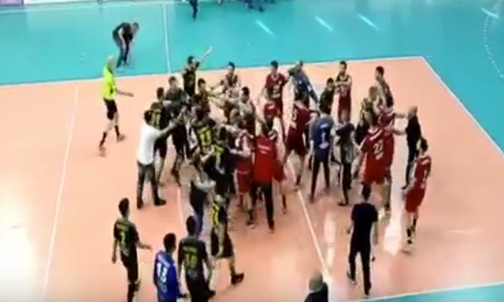 Ξύλο στο Ρέντη: Πλακώθηκαν παίκτες του Ολυμπιακού και της ΑΕΚ! (video, photos)
