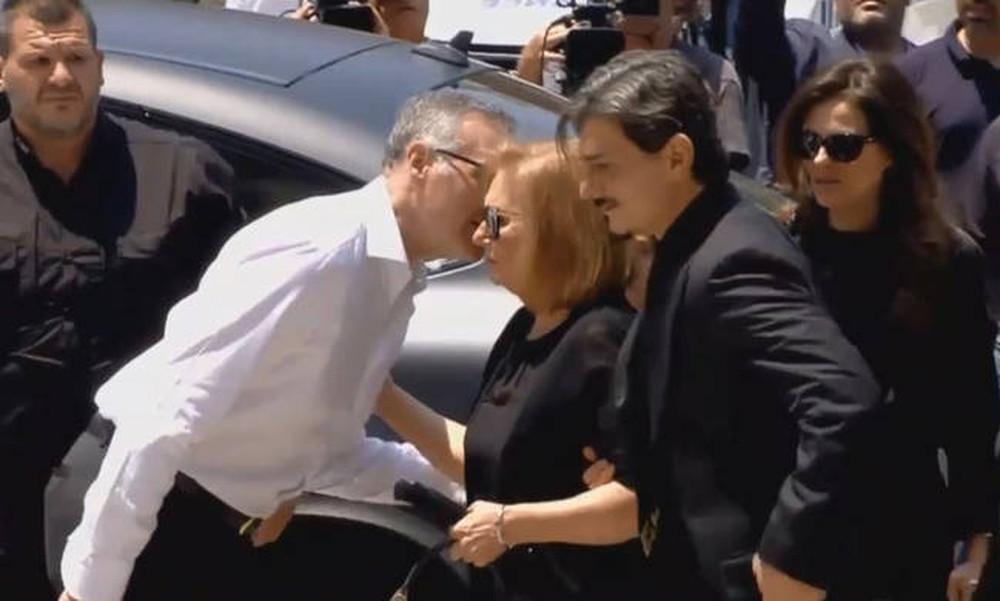 Στη Μητρόπολη ο Δημήτρης Γιαννακόπουλος για το «ύστατo χαίρε» στον πατέρα του, Παύλο (video)