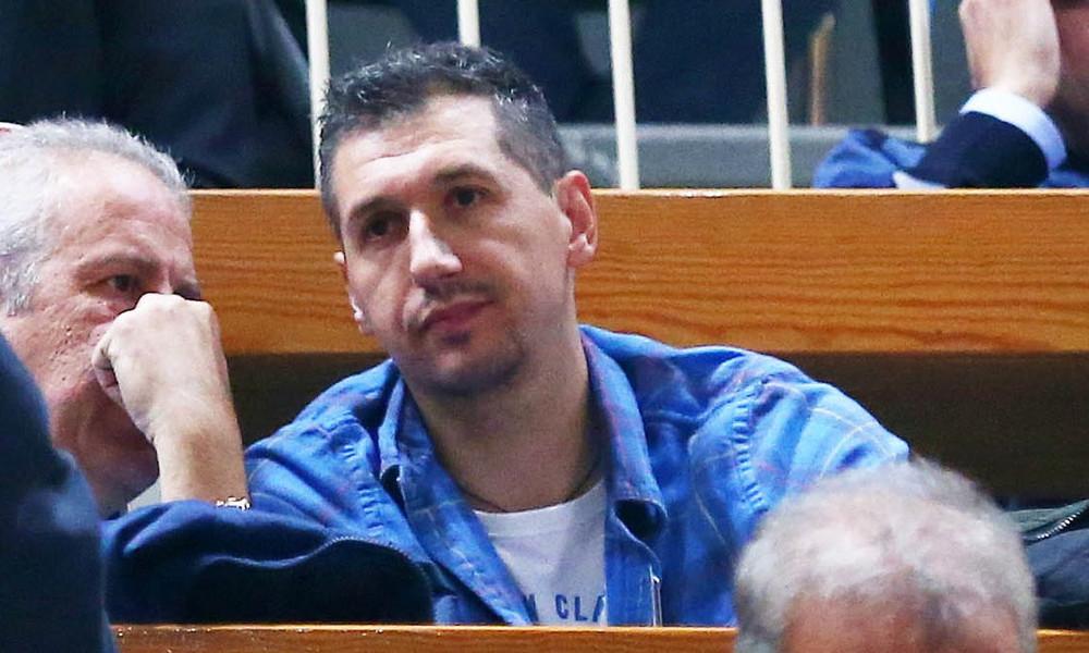 Ο Δημήτρης Διαμαντίδης στη Μητρόπολη για τον Παύλο Γιαννακόπουλο (video)