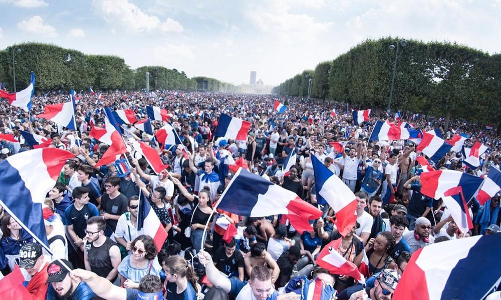 Στους δρόμους οι Γάλλοι: Το Παρίσι υποδέχθηκε τους Παγκόσμιους της Ρωσίας! (videoς+photos)