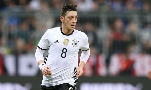 Ο Οζίλ σταμάτησε από την Εθνική Γερμανίας με βαριές καταγγελίες! (photos)