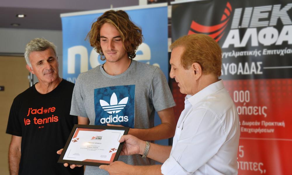 To IEK ΑΛΦΑ Γλυφάδας βραβεύει το διεθνές «αστέρι» του τένις και σπουδαστή του, Στέφανο Τσιτσιπά