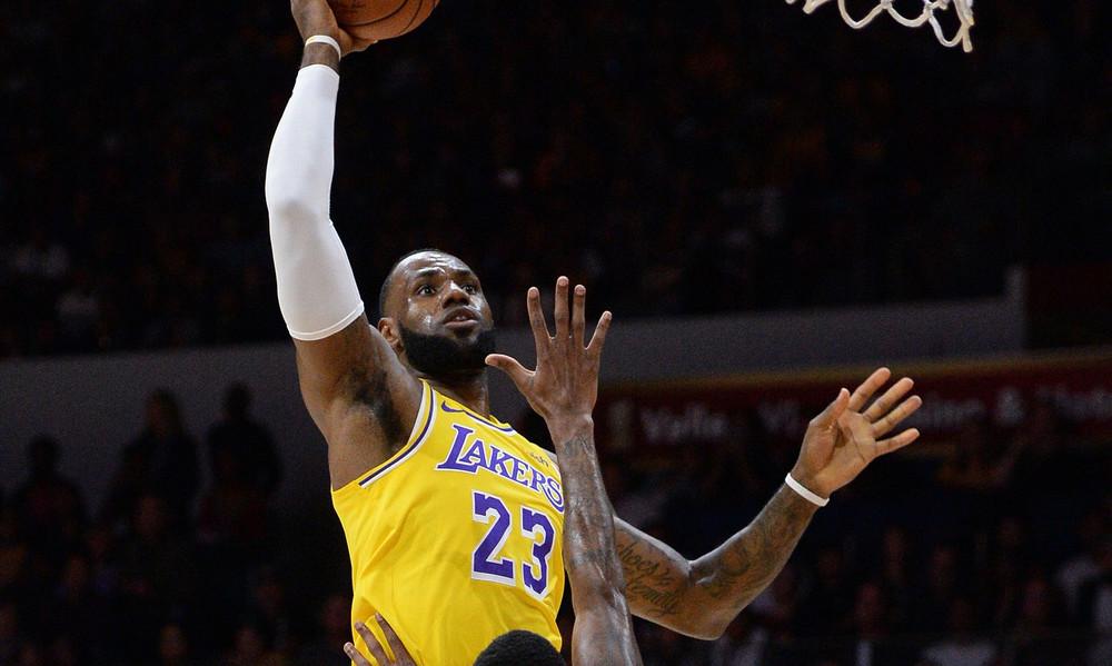 NBA: Επική καρφωματάρα ΛεΜπρόν στο ντεμπούτο του (video)