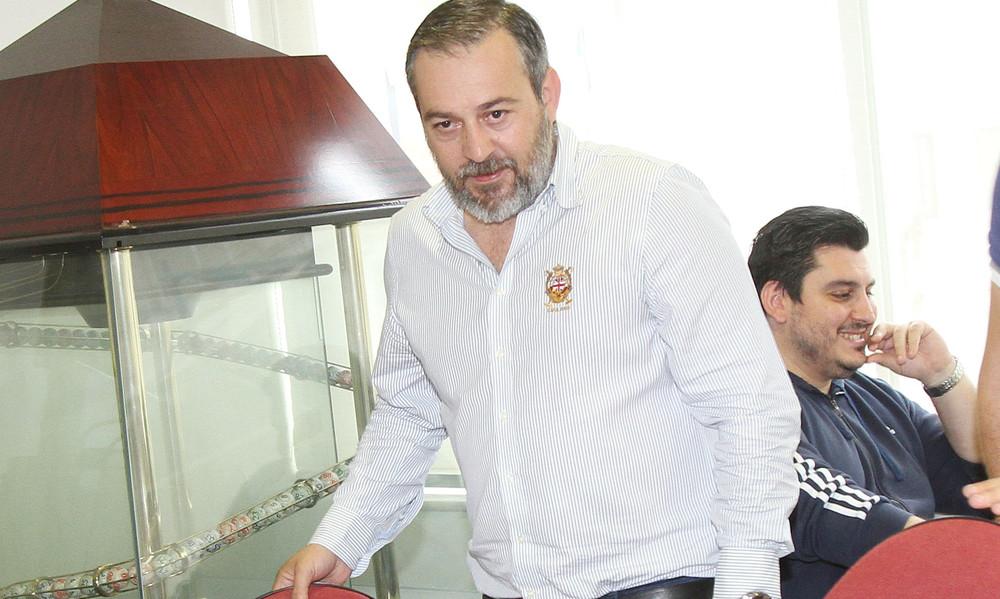 Θύμα κλοπής ο πρόεδρος των Τρικάλων έξω από υπουργείο Πολιτισμού