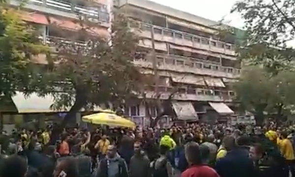 Άρχισαν τα όργανα στο «Βικελίδης»: Οπαδοί του Άρη, έκαψαν σημαία του ΠΑΟΚ! (photos)