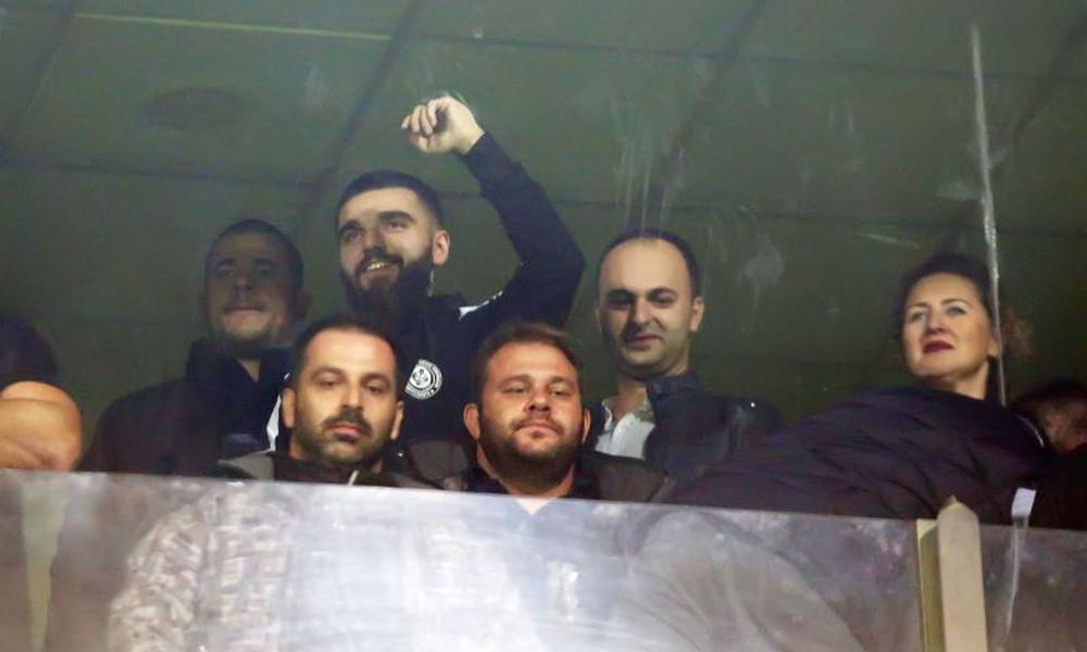 Έπος: Ο Γιώργος Σαββίδης έπλυνε τα αυτοκίνητα των παικτών του ΠΑΟΚ! (photo)