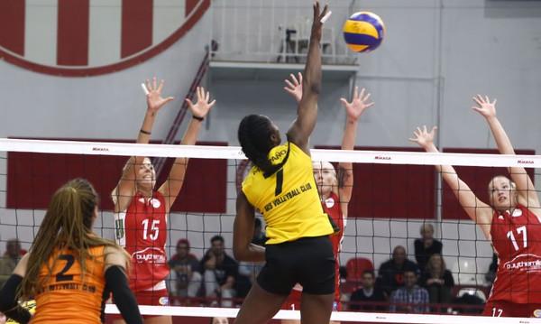 Το απίθανο μπέρδεμα στη φανέλα της παίκτριας που «κάρφωσε» τον Ολυμπιακό! (photo)