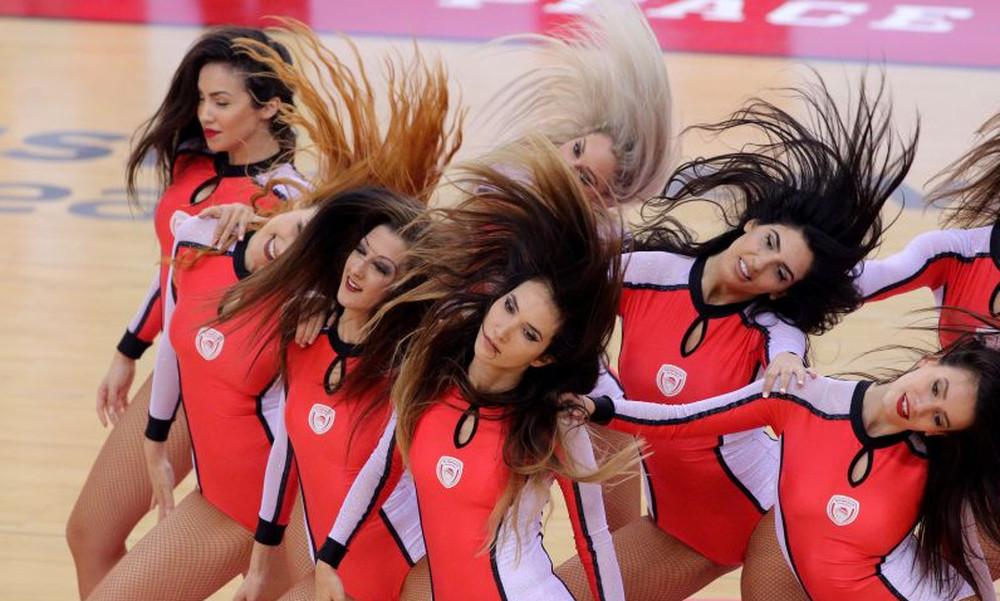 Τα σέξι κορίτσια του ΣΕΦ στο Ολυμπιακός – Ρεάλ Μαδρίτης (photos)
