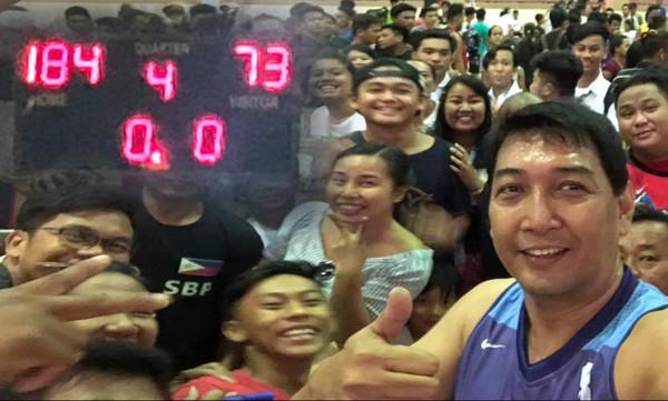 55άχρονος Φιλιππινέζος έβαλε 142 πόντους με 46 τρίποντα! (video)