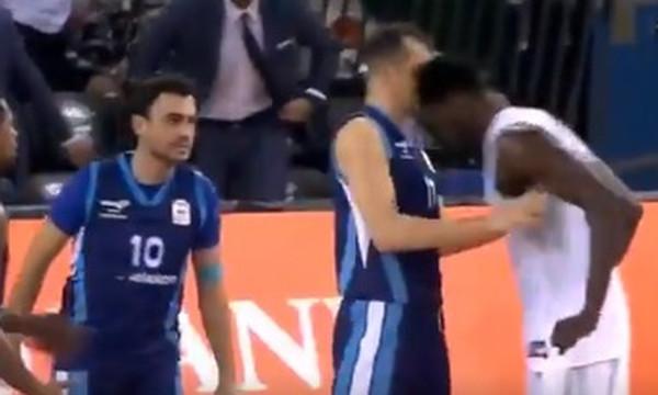 Τουρκία: «Τρελάθηκε» ο Μάικλ Έρικ, σώριασε δύο αντιπάλους του! (video)