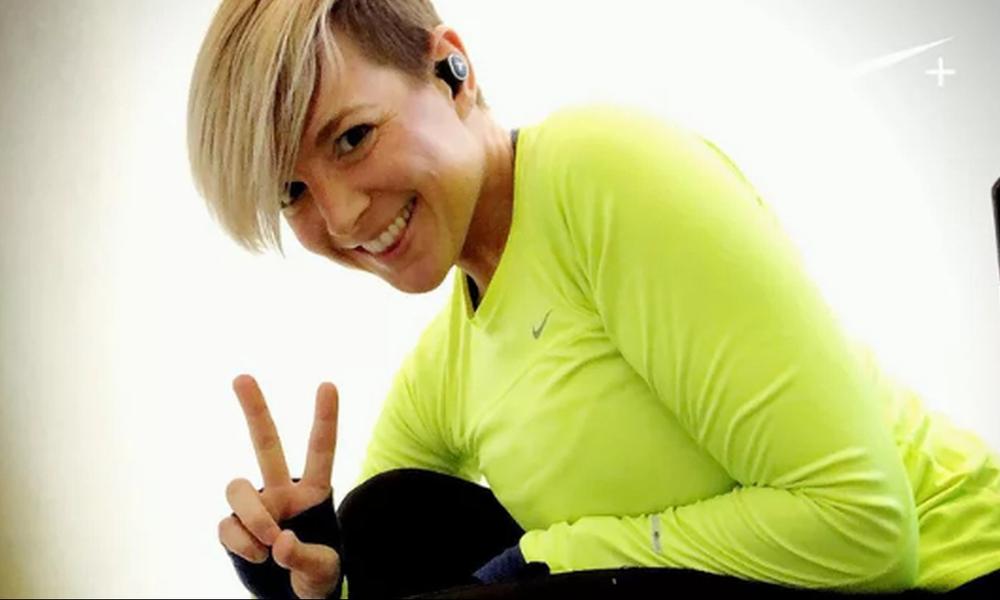 Αυτή είναι η γυναίκα που της αρέσει να τρέχει διαδρομές που έχουν σχήμα… πέους (photos)