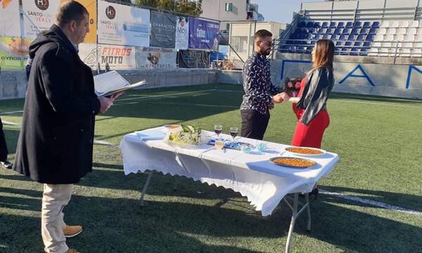 Έπος: Παίκτης Γ' Εθνικής παντρεύτηκε στο γήπεδο! (photos+video)