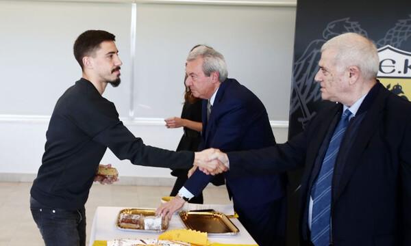 Έδωσαν τα χέρια: Μένει στην ΑΕΚ ο Σιμόες!