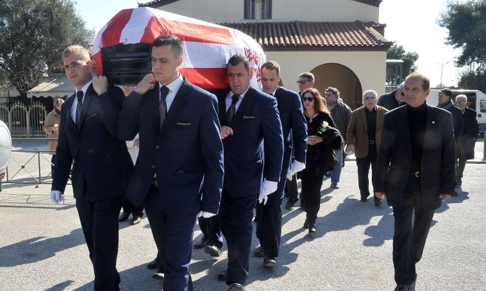 Ο παλαίμαχος που κηδεύτηκε με τη σημαία του Ολυμπιακού (photos)