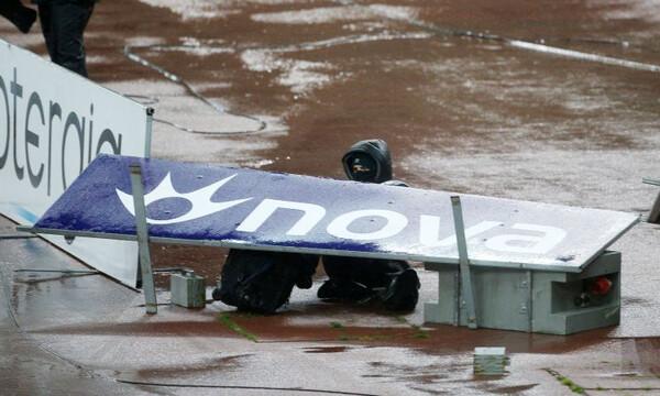 Σοκαριστική σκηνή στο ΟΑΚΑ: Πινακίδα καταπλάκωσε φωτογράφο (photos)