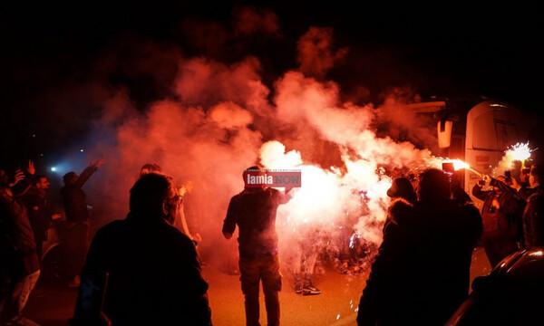 Αποθεωτική υποδοχή στη Λαμία: «Κύπελλο, Κύπελλο στο κάστρο να το δω» (photos+videos)