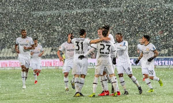 Το... χιόνι αποσόβησε σίγουρο γκολ στη Γερμανία (video)