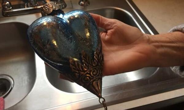 Αγόρασε αυτό το στολίδι - Δεν θα πιστεύεις τι βγήκε από μέσα… (photos)