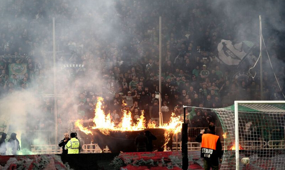 Παναθηναϊκός – Ολυμπιακός: Σκηνές χάους έξω από το ΟΑΚΑ και διακοπή! (photos)