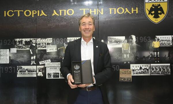 Συνεχάρη η ΑΕΚ για το ιατρικό συνέδριο ο επικεφαλής του UEFA Medical and Anti-Doping (photos)