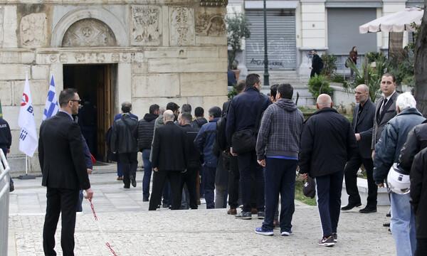 Πλήθος στεφάνων στη μνήμη του Θανάση Γιαννακόπουλου