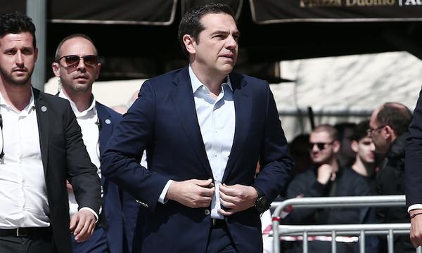Στο τελευταίο «αντίο» για τον Θανάση Γιαννακόπουλο ο Αλέξης Τσίπρας (video+photos)