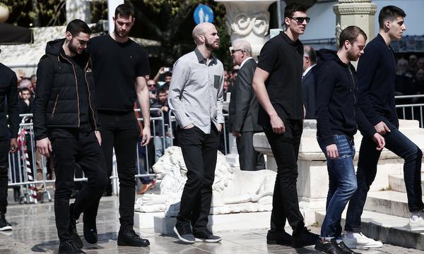 Στη Μητρόπολη για τον Θανάση Γιαννακόπουλο η ομάδα μπάσκετ του Παναθηναϊκού (video+photos)