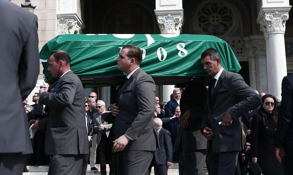 Ήταν όλοι εκεί για το «ύστατο χαίρε» στον Θανάση Γιαννακόπουλο (videos+photos)