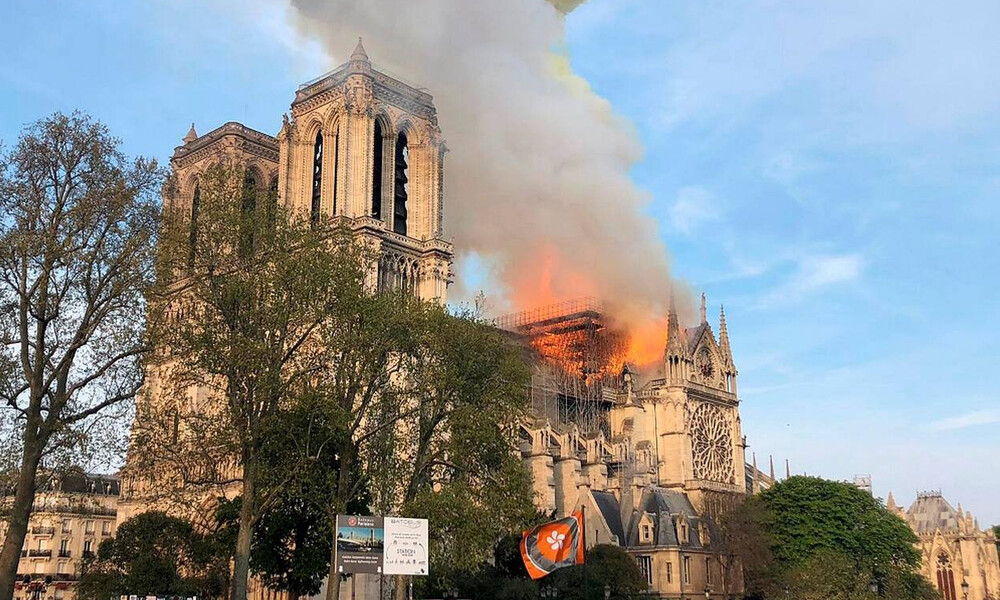 Παναγία των Παρισίων: Το μήνυμα της Παρί Σεν Ζερμέν για την καταστροφή (photo)