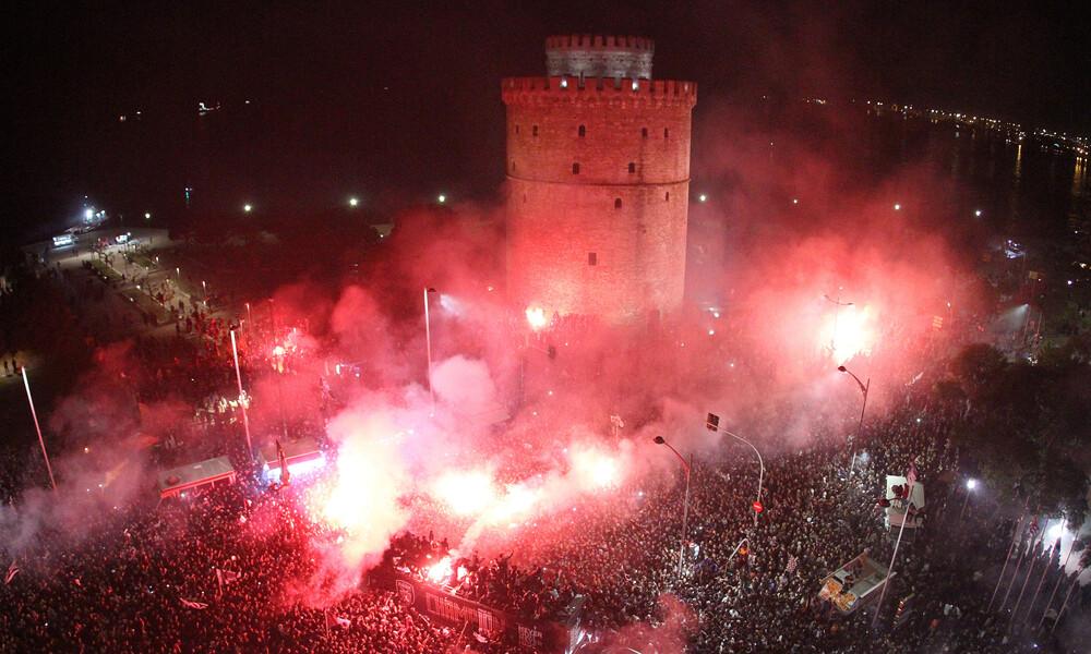 ΠΑΟΚ: Μια απίστευτη εικόνα των πανηγυρισμών στον Λευκό Πύργο (photo)