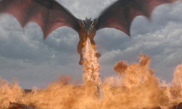 Ο Δράκος του Game of Thrones καίει αστυνομικούς στο Σύνταγμα! (vid)