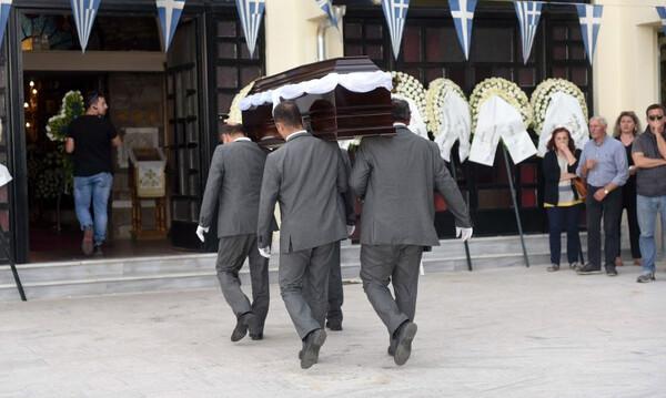 Γιώργος Ξενίδης: «Ράγισαν καρδιές» στην κηδεία (photos)