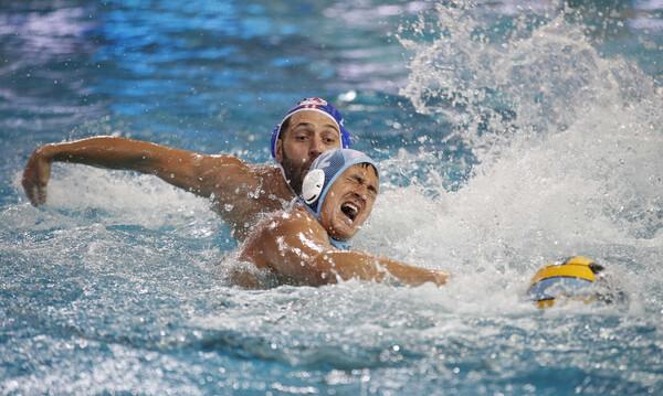 Απίστευτο ξύλο μεταξύ των παικτών του Ολυμπιακού και της Προ Ρέκο (video)