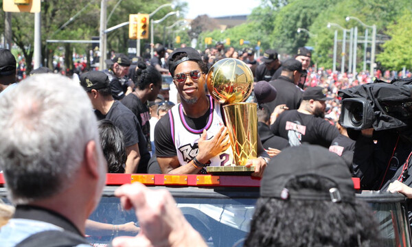 NBA: Η παρέλαση των πρωταθλητών Ράπτορς (videos+photos)