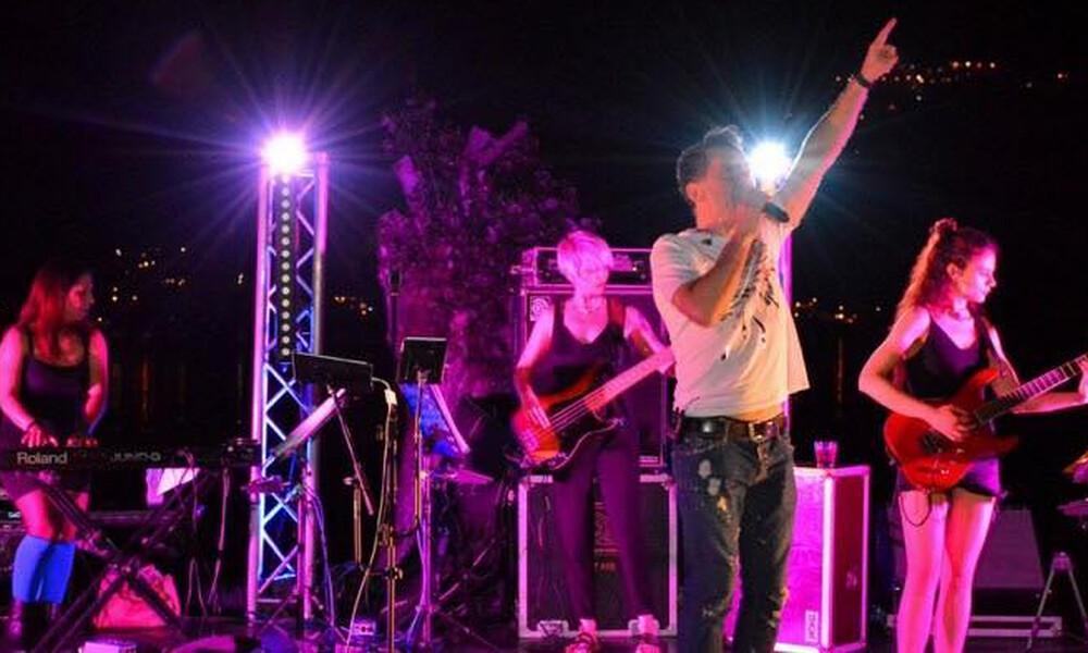 Θάνος Καλλίρης: Κέρδισε το στοίχημα του summer live tour μαζί με τις «γυναίκες» του