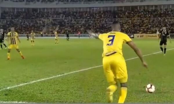 Απίστευτο γκολ με φάουλ πίσω από τη σέντρα! (video)