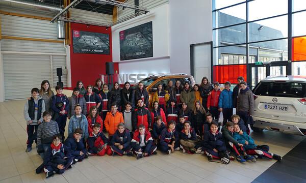 Μαθητές σχολείων, ενθουσιάζονται με το εργοστάσιο της Nissan στην Βαρκελώνη