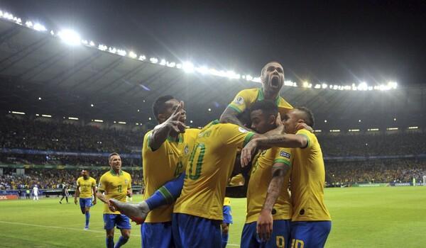 Βραζιλία - Αργεντινή 2-0: Σάμπα και τελικός!